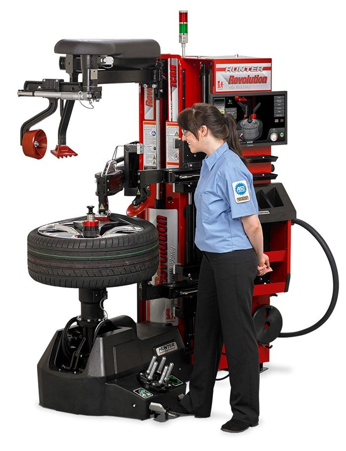 technician operating autonomous tire changer